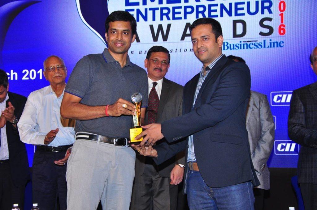 Prakash Gupta, CTO of 42Gears receiving the award on behalf of Onkar Singh.